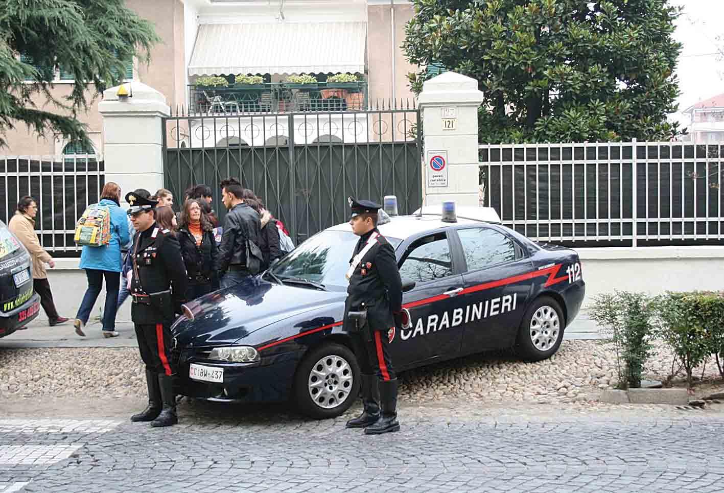 I Carabinieri entrano a scuola