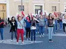 Il Papa all'Angelus saluta i giovani di Cavallermaggiore