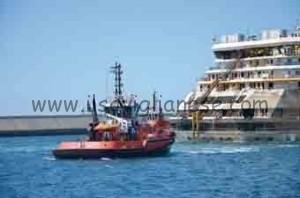 Concordia trainata in porto