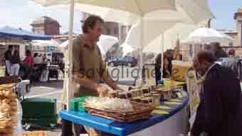 Mercato in piazza Castello