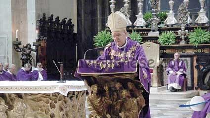 Vescovo Nosiglia messa