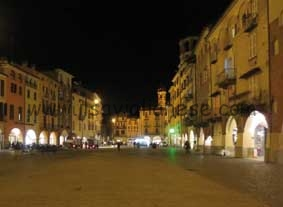 piazza santarosa notturna