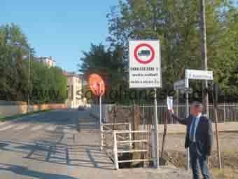 cavallerleone-bongiovanni-segnale-divieto-di-transito-camion