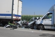 Grave incidente stradale in via Alba