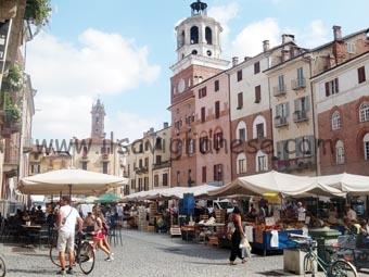 mercato-piazza-santarosa-2