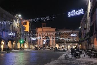 luci-natale-piazza-santarosa-2017