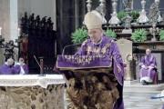 Il vescovo: «Dite meno messe»