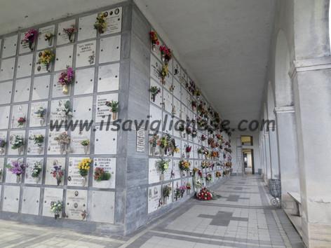 Cimitero chiuso per lavori di manutenzione